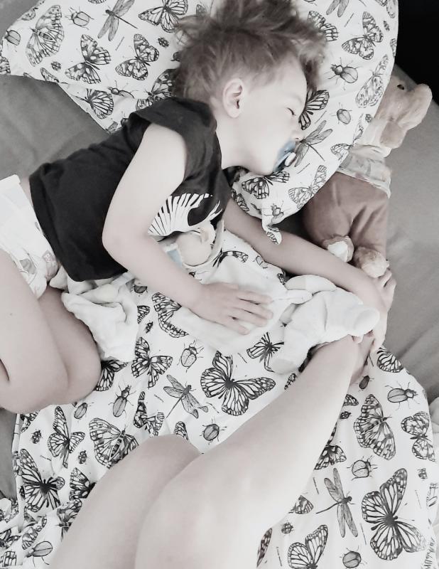 Quand peut-on mettre un coussin dans le lit de bébé? Cécelle fait le point!