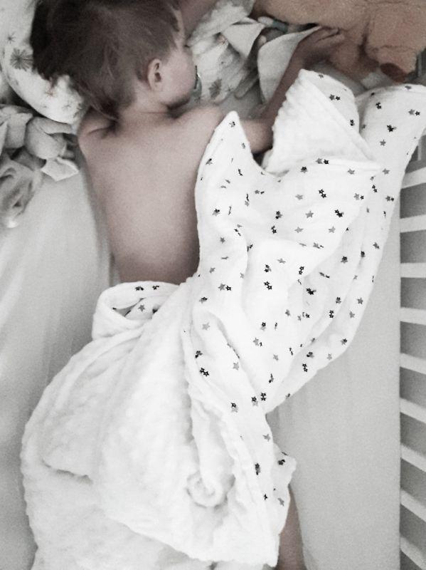 Quand mettre une couverture dans le lit de bébé?