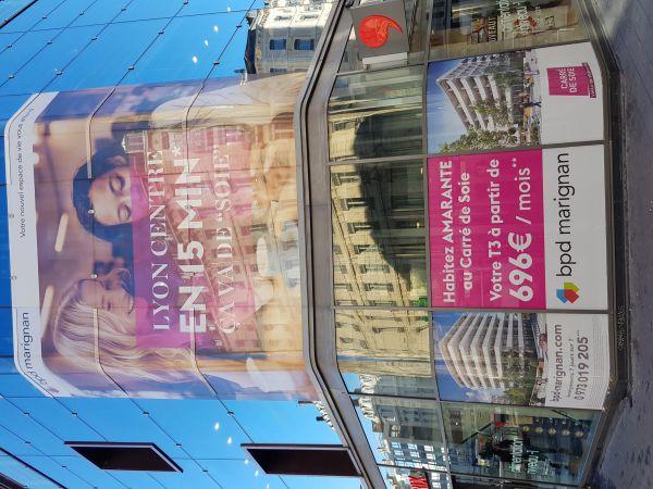 Covering vitrine grand format Lyon République