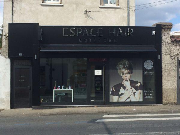 Enseigne et habillage de façade pour salon de coiffure à Lyon