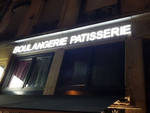Enseigne lumineuse boulangerie Lyon Perrache