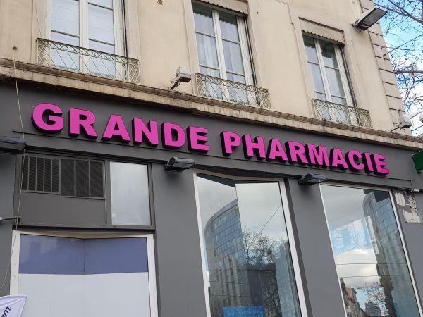 Enseigne pour une Pharmacie Lyon 3
