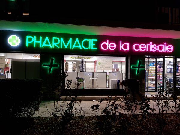 Enseigne lumineuse pour pharmacie Lyon 4