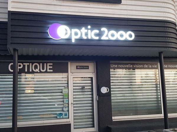 Enseigne plexiglas lumineuse Lyon Centre pour OPTIC 2000