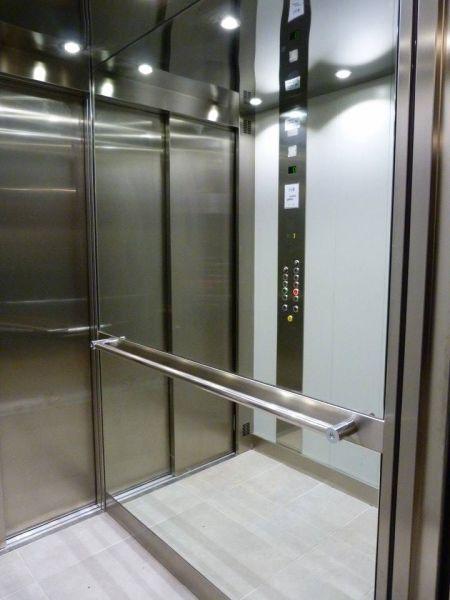 Pose d'un ascenseur collectif