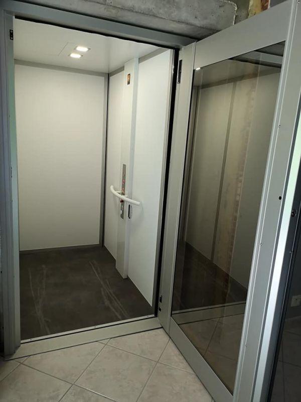 Ascenseur de maison 2 niveaux service simple  | EVA ASCENSEUR