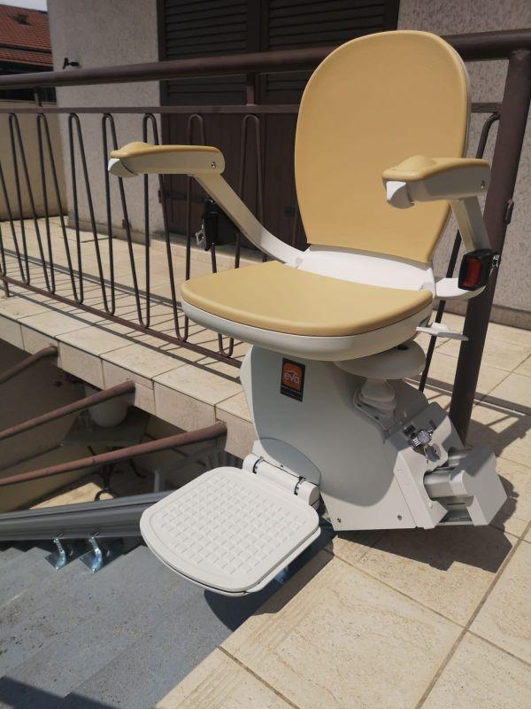 Monte-escalier droit   EVA ASCENSEUR