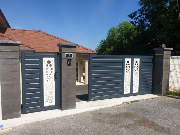 Portail coulissant + portillon Aluminium Marque Clodelys