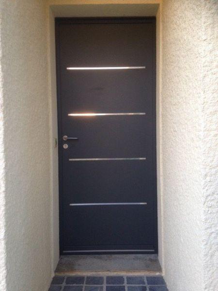 Pose d'une porte d'entrée aluminium monobloc
