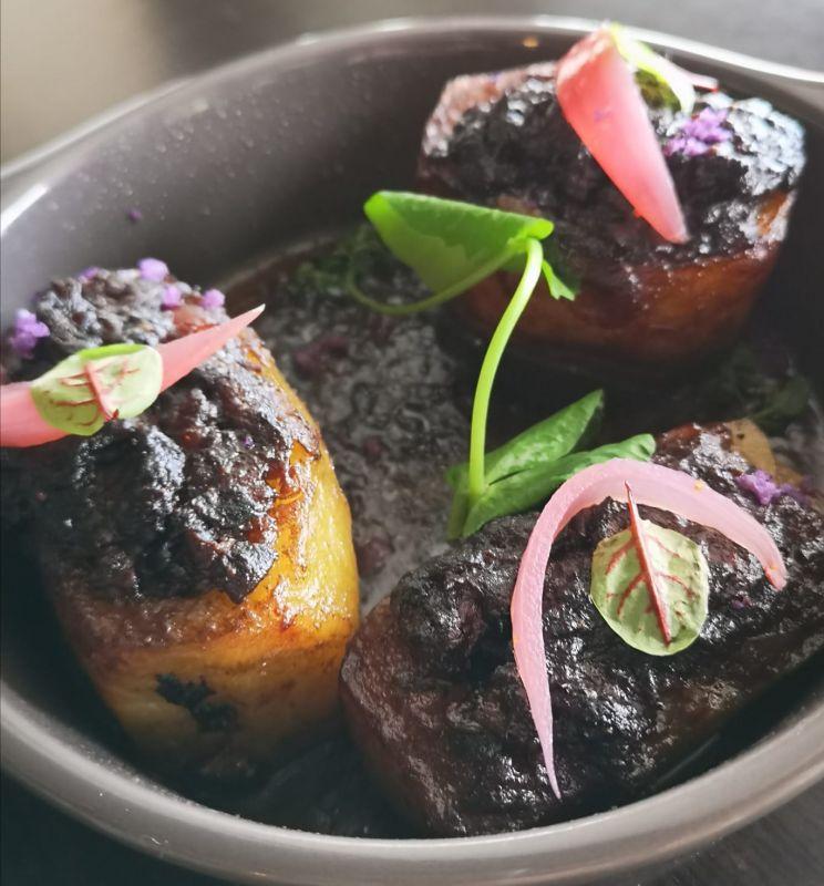 Pommes de Terre Farcies au Pied de Veau, Compotée de Boeuf, Foie Gras
