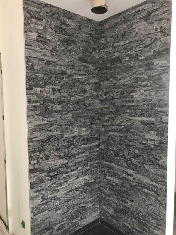 Douche à l'italienne, pierre parement grise  par IK SARL