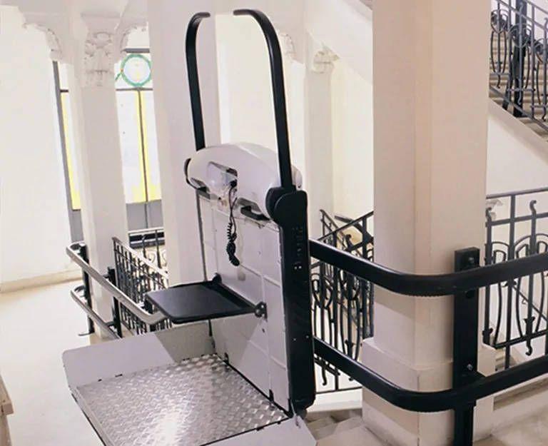 Immeubles accessibles avec les monte-escalier à plate-forme V65 et V64