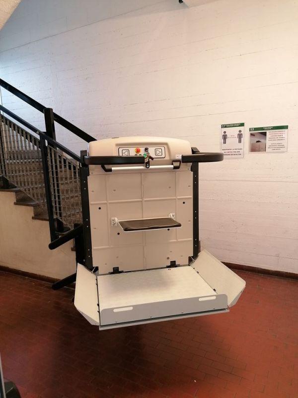 Plateforme monte-escaliers pour escaliers curve