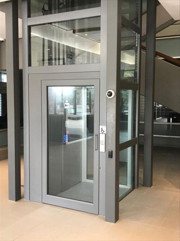 Ascenseur privatif  sur mesure avec porte battante
