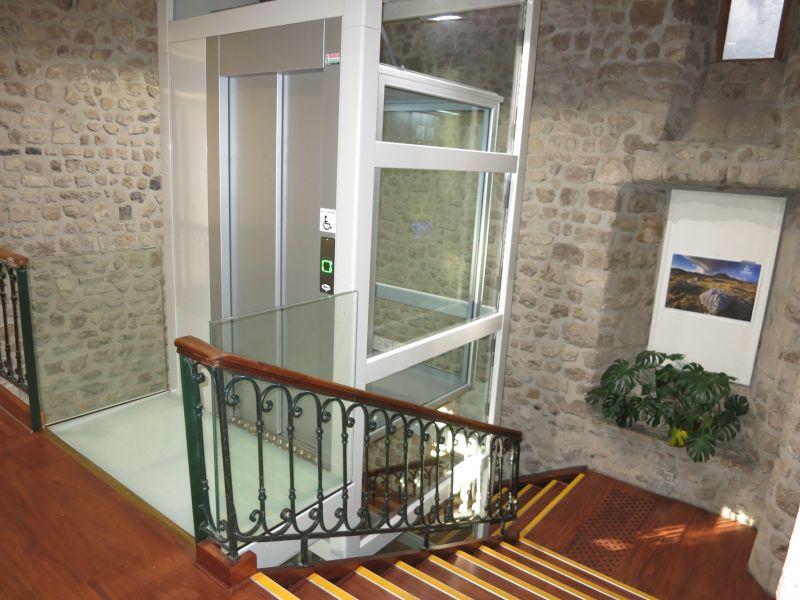 Mini ascenseur privé en intérieur